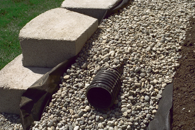 Retaining Wall Installation Flexible Trainpipe for Taller Walls